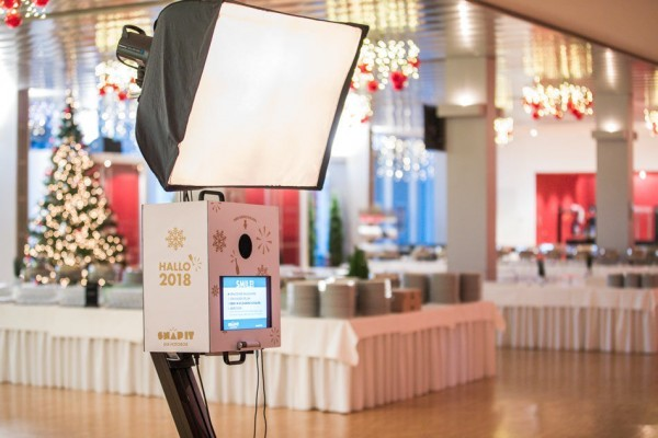 Snap It Fotobox in Heilbronner Harmonie mit Box-Branding