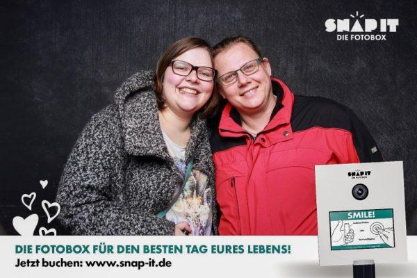 Pärchen vor der Fotobox Heilbronn auf Messe